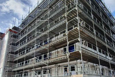 KEEP YOUR DISTANCE: UKSSH and H & H CONTRACT SCAFFOLDING REAP THE FULL REWARDS OF SYSTEM SCAFFOLD